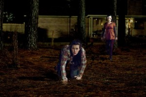 Liv Tyler attemptes to escape from one of the interlopers in The Strangers.
